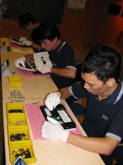 DMP Edubook netbook assembly line only requires three people to work