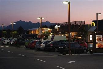 McDonald's parking lot with LED lighting from the OSRAM subsidiary Siteco (Source: Rolf Kruger)