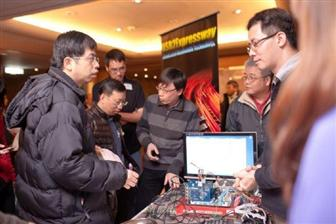 VIA Labs' explaining the advantages of its USB2Expressway technology to participants at the Digitimes Embedded Technology Forum in February