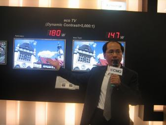 A CMO executive introduces company products at FPD Taiwan 2006