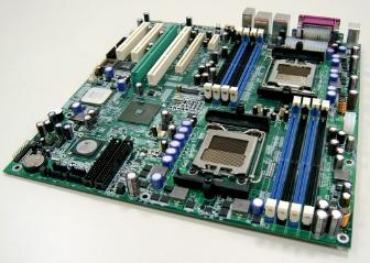 A reference board based on the SiS761SX northbridge