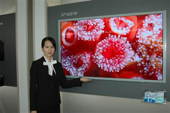 CMO debuts 57-inch full HD TV panel at FPD International 2007