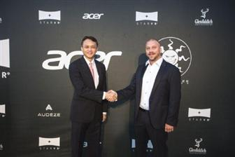 Acer+president+and+CEO+Jason+Chen+%28left%29+and+Starbreeze+CEO+Bo+Andersson+Klint