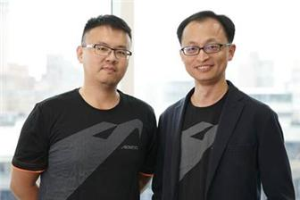 Vincent+Liu%2C+Gigabyte+director+of+sales+%28right%29+and+Andy+Chu%2C+Supervisor+of+Product+Marketing+%28left%29