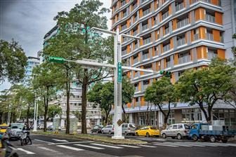 A post equipped with LED lamps, traffic lights and IoT capabilities in Taipei