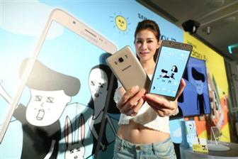 Samsung+launches+new+Galaxy+J7+and+J5
