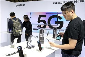 5G+smartphone+vendors+are+choosing+between+ultrasonic+and+optical+in%2Ddisplay+fingerprint+sensors