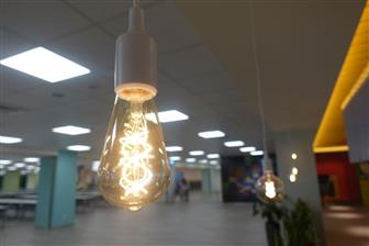 An+LED+filament+light+bulb