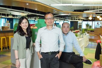 3Sdrive+co%2Dfounder+and+CEO+Alex+Jeng+%28center%29