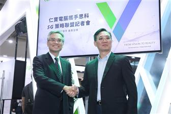 Compal smart devices EVP SH Peng (left) and Cisco Taiwan GM George Chen
