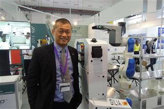 Sesto CEO Michael Leong and S200 with 7-axis Robot Arm IMR