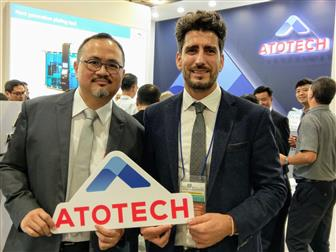 Daniel Schmidt (right), Director, Global Marketing and Technical Training, Electronics; Bill Kao (left), Business Manager, Electronics, Atotech