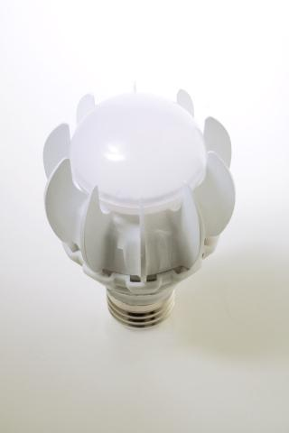 GE debuts LED bulb to replaces 100-watt incandescents