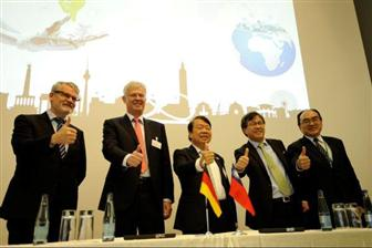 Taiwan+and+German+delegates+at+a+bilateral+smart+machinery+forum+held+alongside+EMO+Hanover+2017