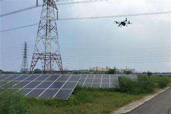 A+Coretronic+smart+drone+flies+over+a+PV+power+plant