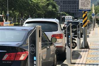 Smart+parking+meters+installed+along+a+road+in+Taipei