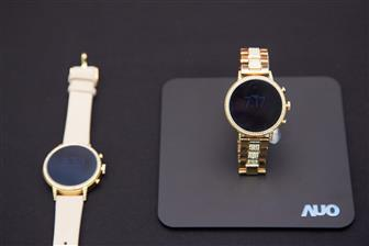 Wearable+devices+built+using+AMOLED+panels+from+AUO