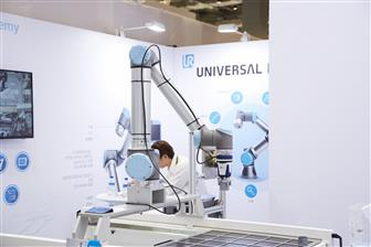 A+Universal+Robots%2Ddeveloped+collaborative+robot