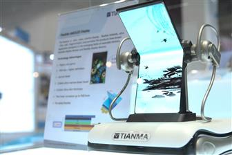 Tianma+showcases+its+flexible+AMOLED+panel+at+Computex+2019