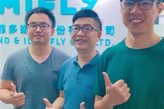 Mifly+founder+and+CEO+Roger+Lu+%28center%29+