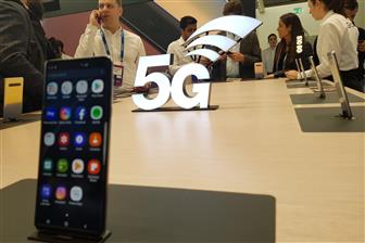 Smartphone+players+prepare+for+5G+competition