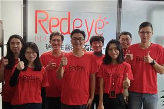 RedEye+founder+Nelson+Yan+%28center+and+his+team