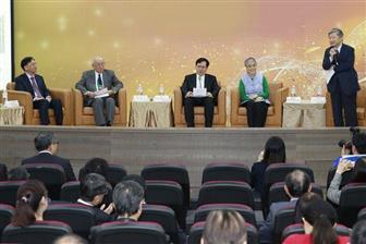 Speakers+at+a+biotech+forum+jointly+held+by+PwC+Taiwan+and+TBIO