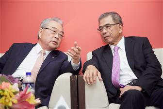 Compal chairman Rock Hsu (left) and vice-chairman Ray Chen (right)