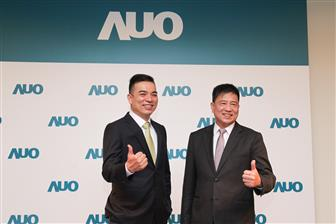 AUO+president+Frank+Ko+%28left%29+and+chairman+Paul+Peng+%28right%29