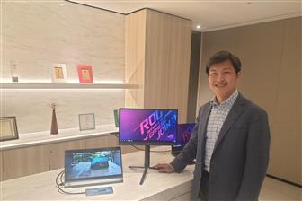 Asustek vice president YH Chiou presenting its portable monitors