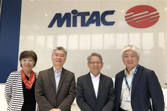 Mitac Group president JW Ho (center right) and MCT president Michael Lin (center left)